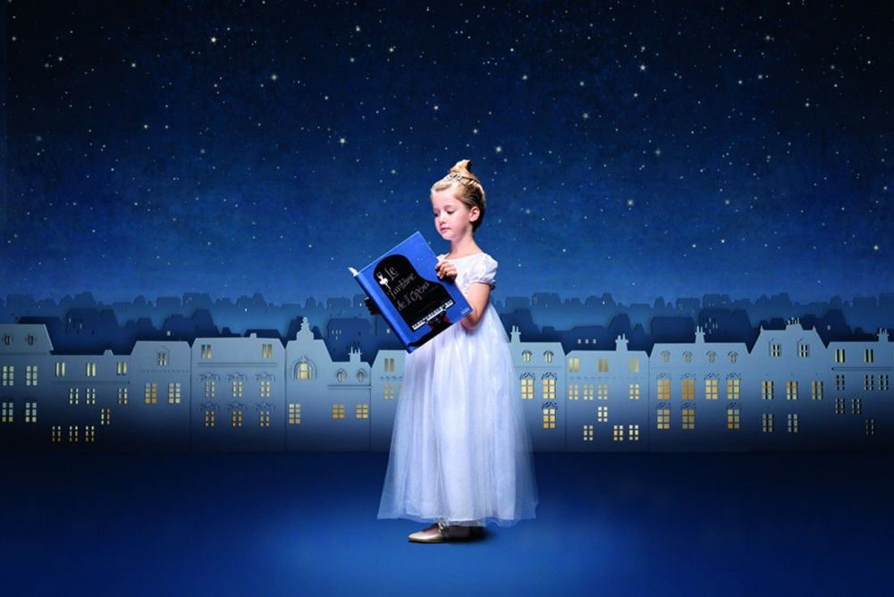 Hélène-Druvert-Phantom-of-the-Opera-book-and-paper-art-back-drop-for-childrenswear-brand-Jacadi-promotion