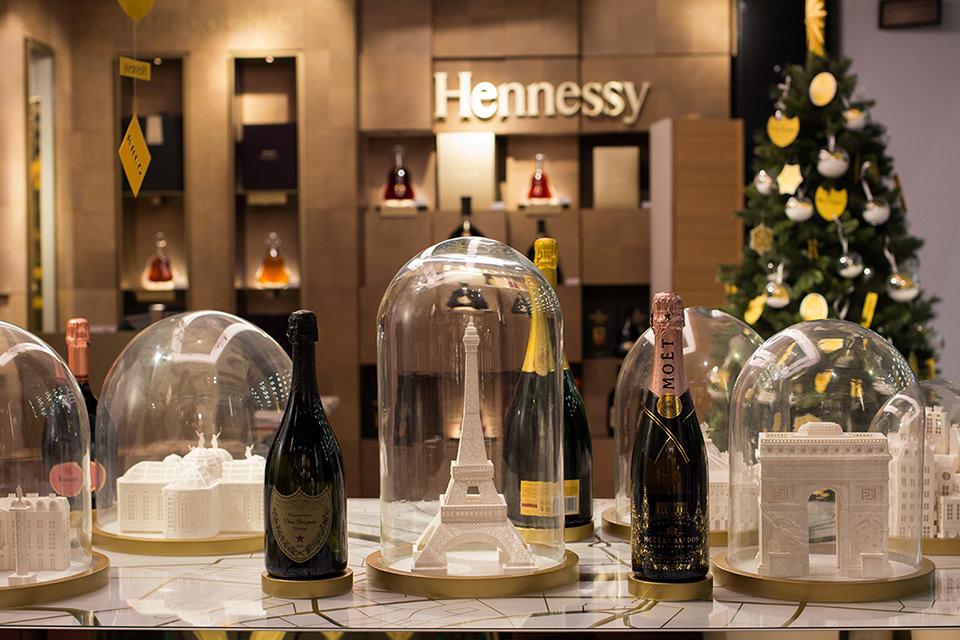 Maud-Vantours-Moët-Hennessey-Champagne-Les-caves-particulières-campaign-Display